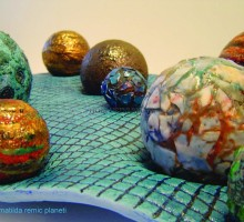 Planeti, glazirana keramika