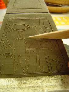 krasilne tehnike, vrezovanje piramida
