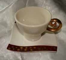 Skodelica iz porcelana, narejena s kalupom