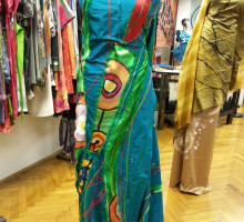Poslikano svilo lahko kupite  v butiku  SVILA LINA, v Ljubljani, Gornji trg 14.