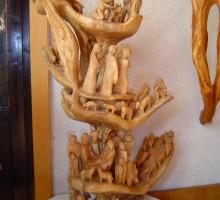 Jaslice Marijana Vodnika, narejene iz enega kosa lesa.