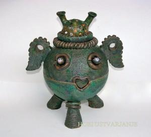Slika 1 - Maja Remic: Vesoljček – keramika in steklo